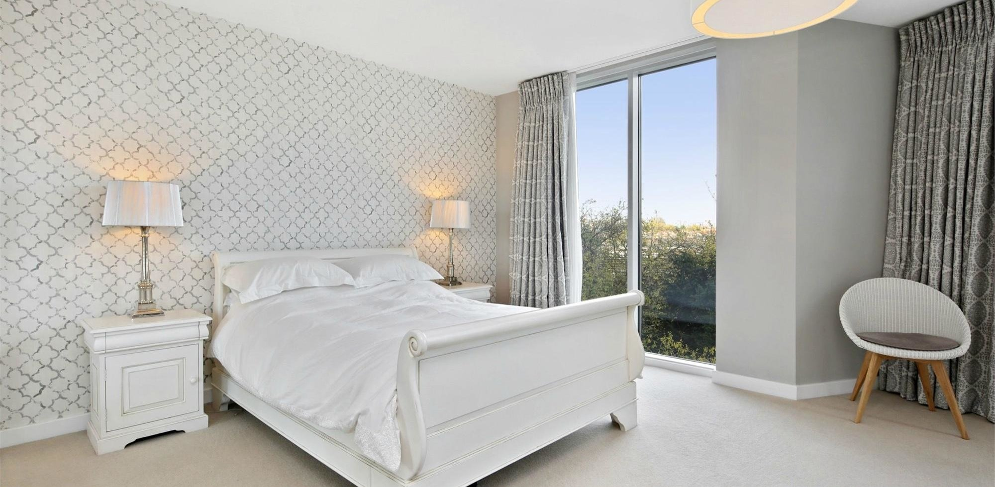 Flat For Sale in Edmunds House Chiswick W4