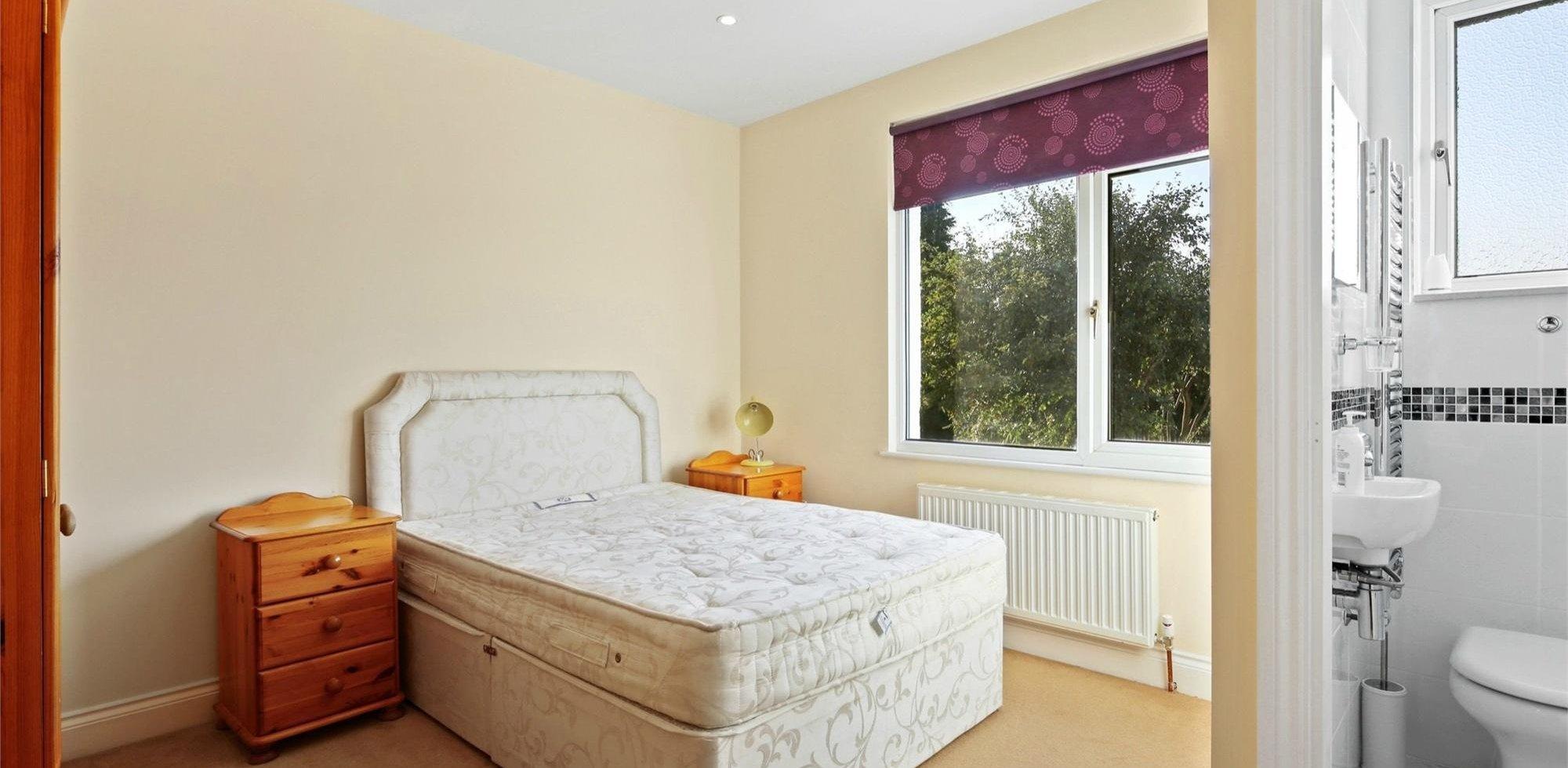 Flat To Rent in Gunnersbury Avenue, Ealing