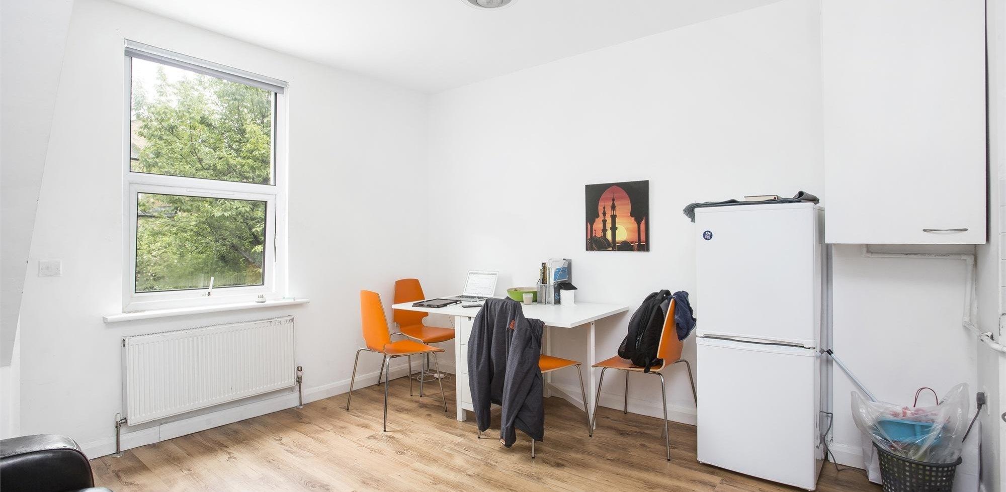 Flat To Rent In Stanlake Road Shepherds Bush